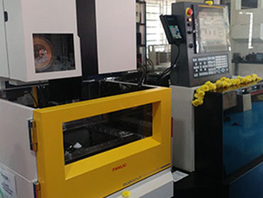 FANUC- JAPAN MADE CNC WIRECUT MACHINE –  α-C400iB