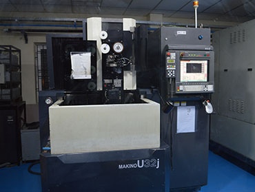 MACHINE SHOP - MAKINO CNC WIRECUT MACHINE  – U32J
